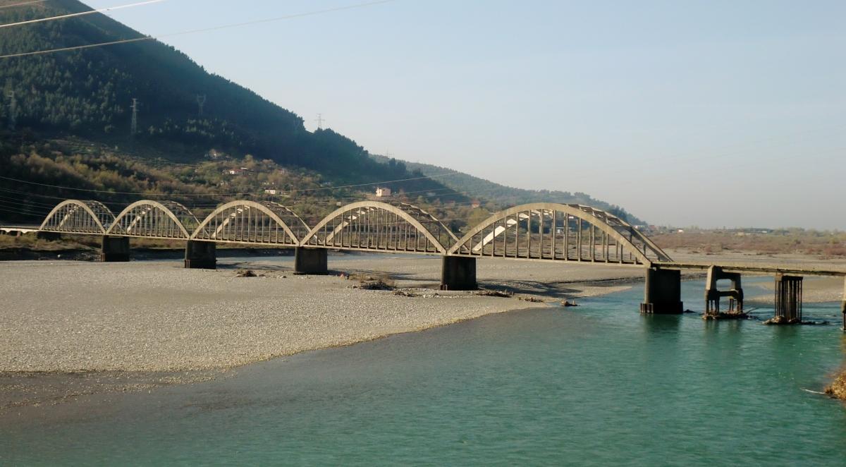 """Ura që i mbijetoj  Nazismit por jo """" barbarëve  të skrapit"""""""