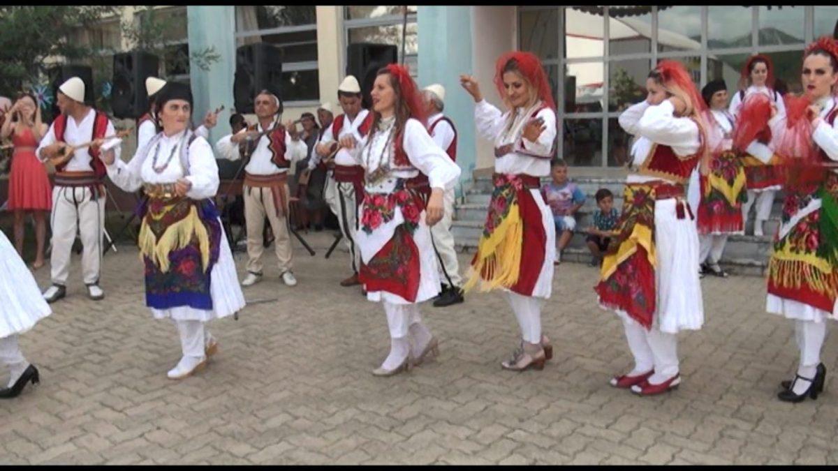 Dasma zhejane në Kurbin, të moshuarit kërkojnë t'ua trashëgojnë ritet të rinjve